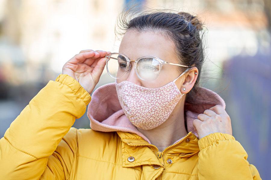 Klare Sicht voraus: So verhinderst Du das Beschlagen Deiner Brillengläser